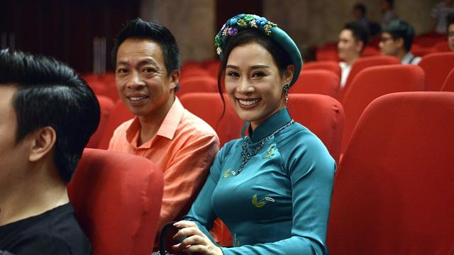 Vợ chồng NSƯT Việt Hoàn.