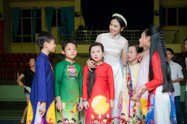 """Ngọc Hân làm chị Hằng, kể xấu """"chú Cuội"""" Xuân Bắc - 3"""