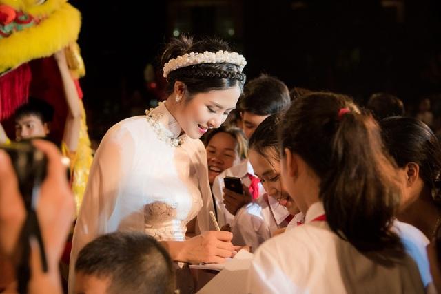 Ngọc Hân là một trong số những Hoa hậu tích cực tham gia nhiều hoạt động thiện nguyện vì môi trường, trẻ em nghèo từ khi đăng quang vào năm 2010. Chưa bao giờ cô nghĩ làm từ thiện vì trách nhiệm hay danh nghĩa, mà đây là việc cô thực sự muốn làm.