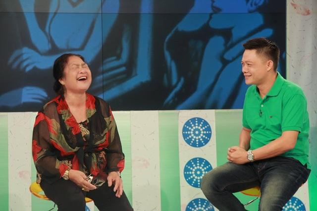 Nghệ sĩ Kim Xuyến cười thả ga trong một lần tham gia chương trình Bữa trưa vui vẻ. Ảnh: TL.