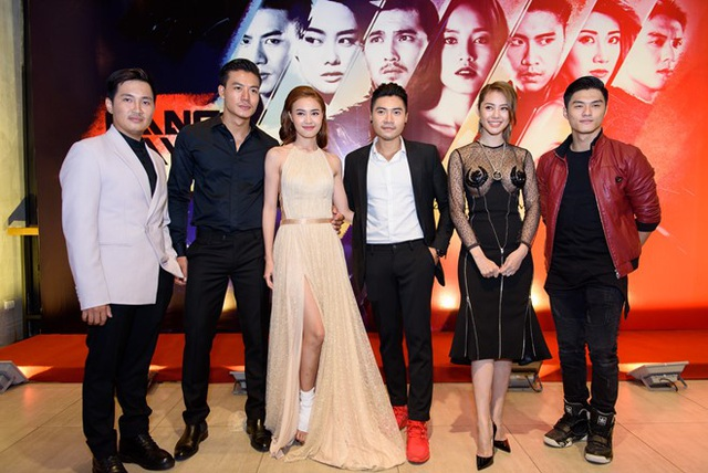Đại diện nhà sản xuất và dàn diễn viên tham gia phim trong ngày ra mắt 30/8 vừa qua. Ảnh: TL.