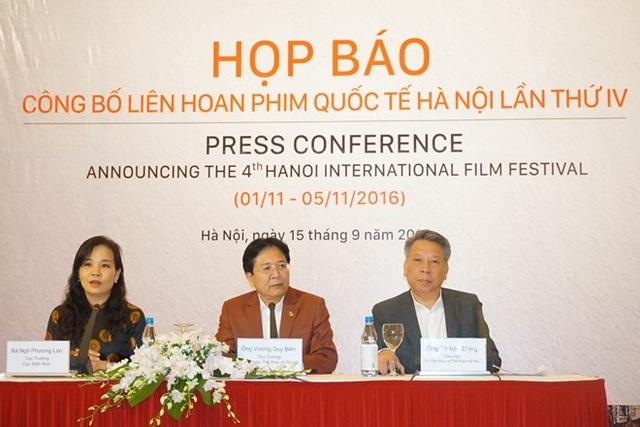 Đại diện Bộ VHTTDL, Cục Điện ảnh và Sở VH - TT Hà Nội chia sẻ thông tin với báo giới về LHP trong buổi họp báo chiều 15/9. Ảnh: TL.