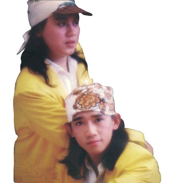 Nhật Hào cho biết, anh với Minh Thuận chơi với nhau từ năm 1986, khi cả hai tham gia phong trào ca hát học sinh ở TP.HCM. Ban đầu cả hai chỉ hát những ca khúc cách mạng, truyền thống nhưng tình cờ có bạn bè người Hoa cho mượn đĩa của các ca sĩ Hong Kong thấy hay quá nên hai người nảy ra ý định hát những ca khúc chuyển thể từ nhạc Hoa. Không ngờ, sự liều lĩnh đó trở thành xu hướng và giúp tên tuổi của hai người được nhiều khán giả biết tới.