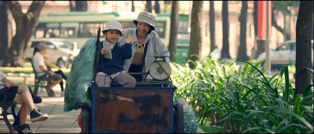 Mẹ con Nắng - Mưa trong phim Nắng.