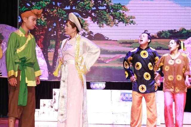 Vở kịch có sự tham gia của: NSND Minh Hòa, NSND Tuấn Hải, NSƯT Mai Hương, NS Quang Minh cùng với các sinh viên xuất sắc của Trường Cao đẳng Nghệ thuật Hà Nội.
