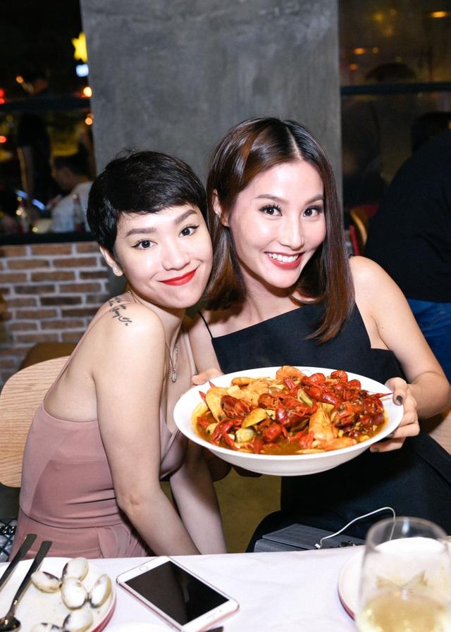 """Dàn sao Việt """"lội nước"""" đến chúc mừng vợ chồng Tăng Thanh Hà - 3"""