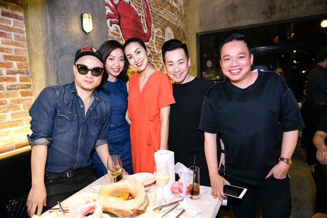 TRà My Idol, Diễm My 9x, NTK Đỗ Mạnh Cường và doanh nhân Huy Cận đều đến chúc mừng ngọc nữ làng điện ảnh.