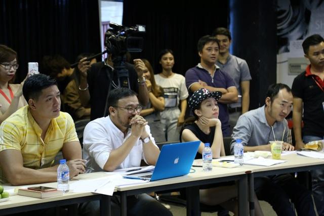 Diễn viên Bình Minh, vợ chồng Thu Trang - Tiến Luật và đạo diễn Văn Công Viễn trong buổi casting.