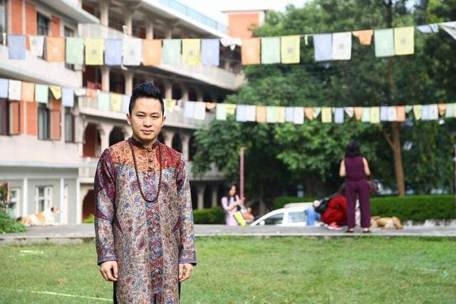 Tùng Dương nghỉ chạy show, hành hương về đất Phật - Ấn Độ - 10