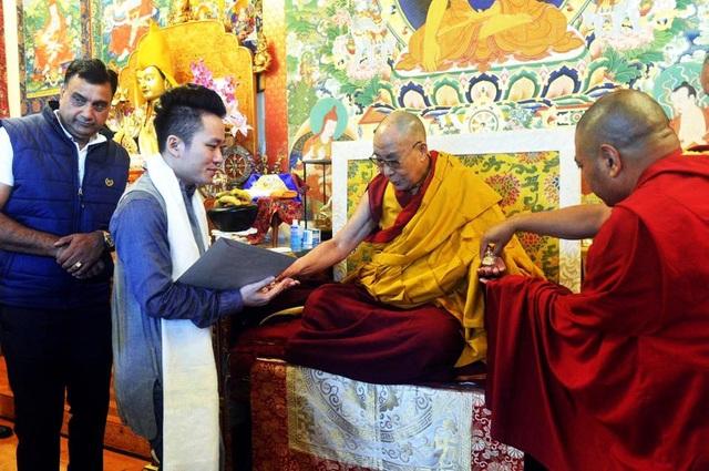 Tùng Dương nghỉ chạy show, hành hương về đất Phật - Ấn Độ - 1