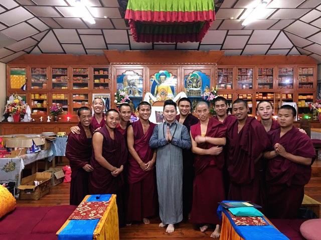 Tùng Dương nghỉ chạy show, hành hương về đất Phật - Ấn Độ - 5