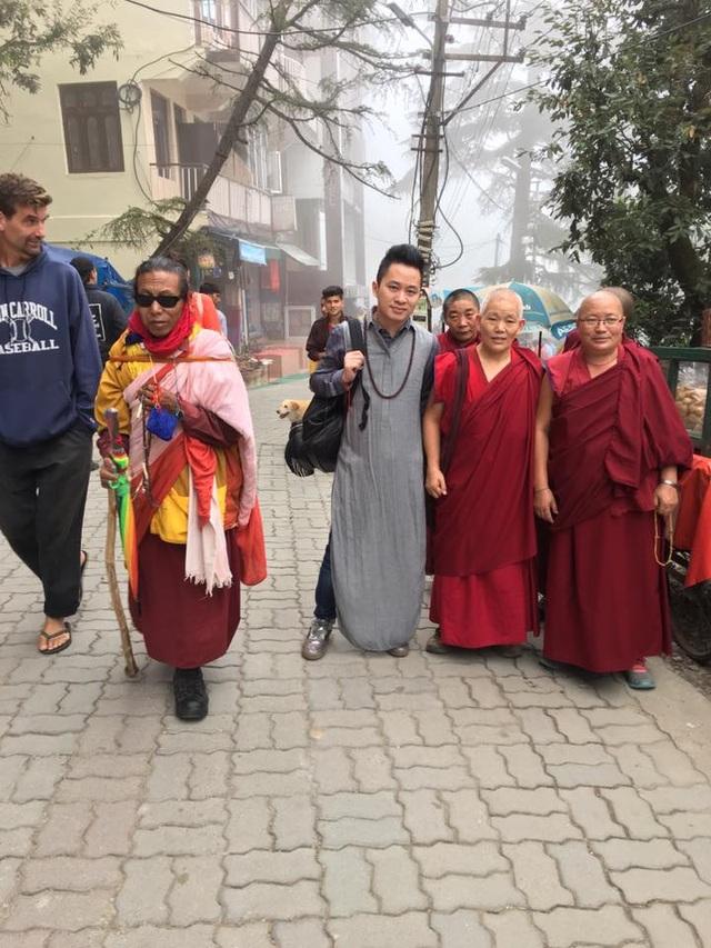 Tùng Dương nghỉ chạy show, hành hương về đất Phật - Ấn Độ - 7