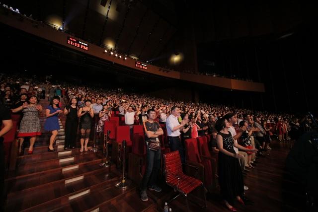 4000 khán giả Hà Nội phát cuồng vì Boney M và Chris Norman - 5