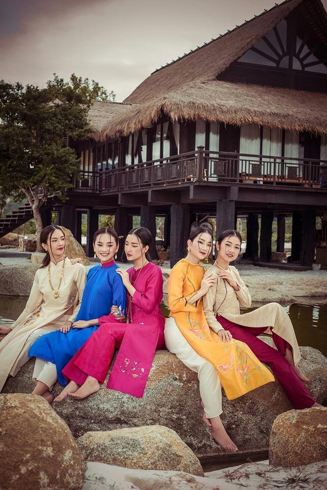 5 cô gái đều sở hữu vẻ đẹp hết sức trong trẻo, dịu dàng và đài các.