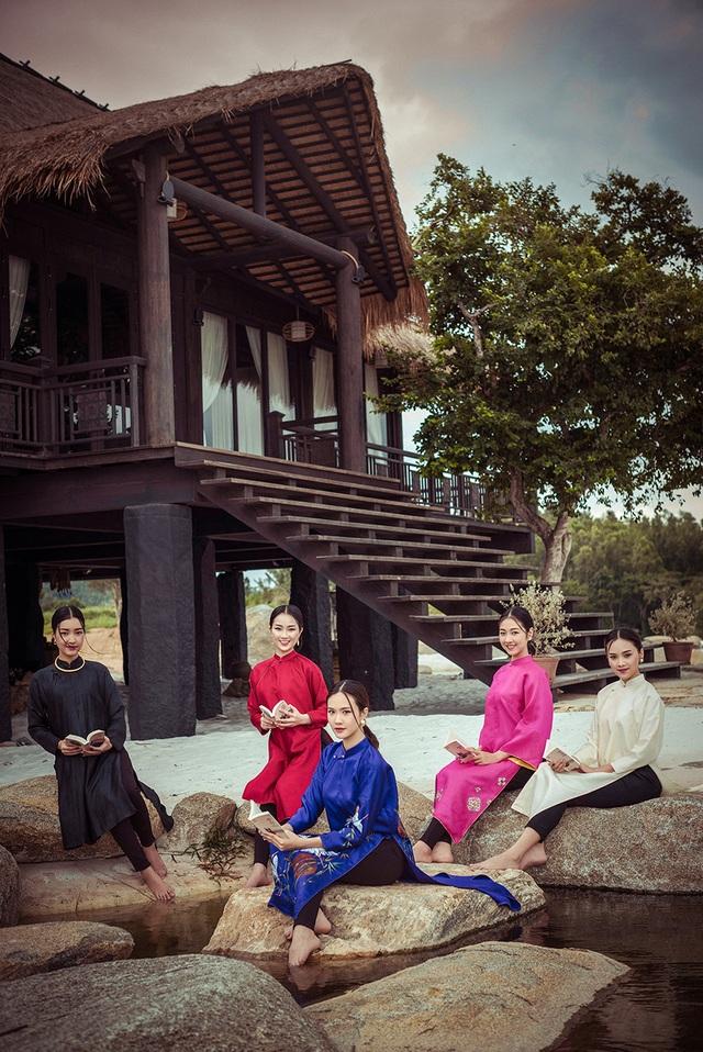 5 bạn cô gái đến từ năm thành phố khác nhau nhưng cả 5 đều là những người có học vấn cao và từng dự đoán có mặt trong Top 10 của Hoa hậu Việt Nam.