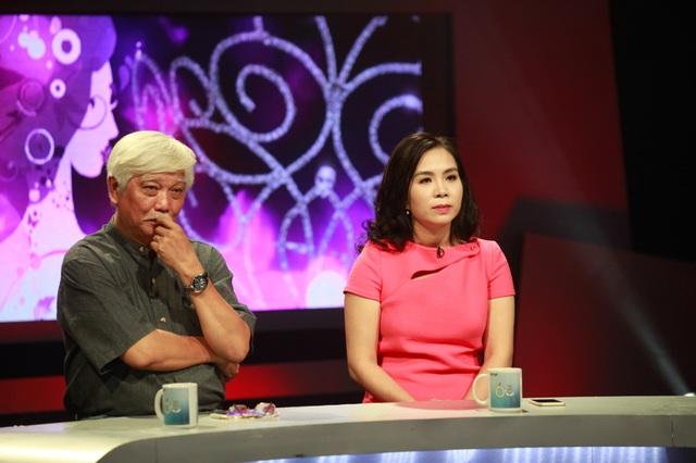Bà Lưu Nga và Nhà sử học Dương Trung Quốc trong chương trình 60 phút mở phát sóng hôm 1/10. Ảnh: T.A.