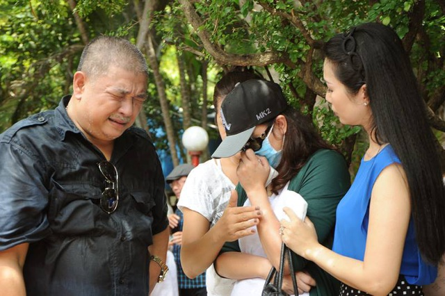 Cả Lê Tuấn Anh và Minh Anh đều khóc sau khi sẻ chia những lời bị kìm nén bấy lâu.