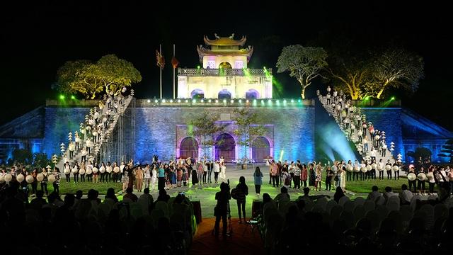 Toàn cảnh buổi tống duyệt tối qua (13/10) tại Quảng trường Đoan Môn.