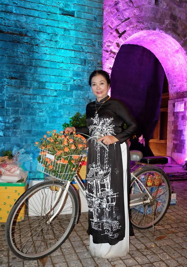 Hình ảnh nghệ sĩ nổi tiếng ở hậu trường Festival Áo dài Hà Nội 2016 - 6