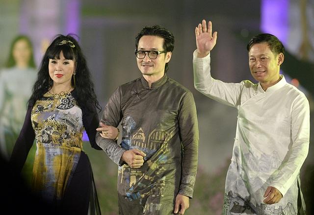 NSND Lan Hương, NSƯT Tiến Hợi và NTK Quang Huy.