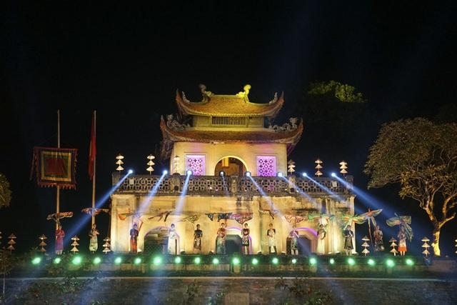 Hoàng thành Thăng Long đẹp lung linh trong đêm bế mạc.