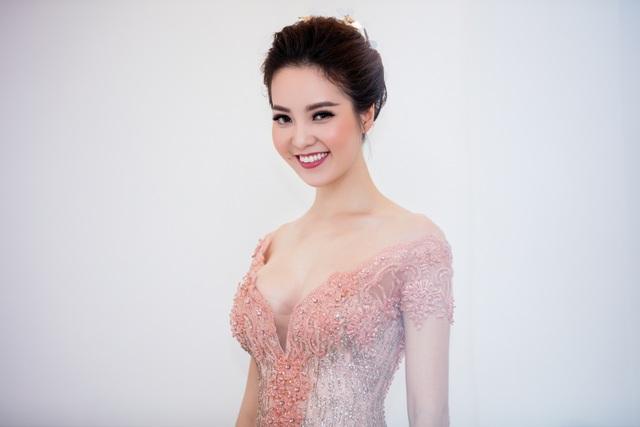 Hoa hậu Mỹ Linh hội ngộ dàn sao trước khi vào miền Trung từ thiện - 8