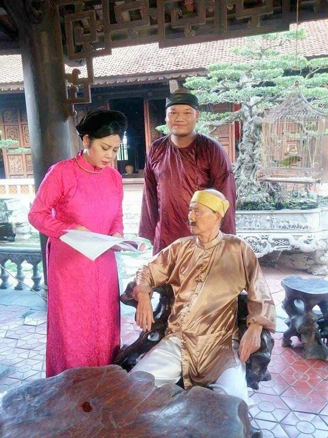 Nghệ sĩ Minh Hằng đóng chung với nghệ sĩ Phạm Bằng trong hài Tết Chôn nhời. Ảnh: PĐH.