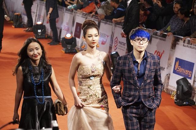 Các diễn viên trẻ của Việt Nam cũng có mặt với những bộ cánh rất bắt mắt.