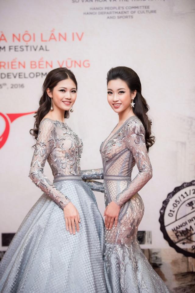 Vốn quen biết nhau tại cuộc thi Hoa hậu Việt Nam 2016 và sau đó đều giành được những danh vị cao nhất, Hoa hậu Mỹ Linh và Á hậu Thanh Tú ngày càng thân thiết hơn. Họ thường xuyên xuất hiện cùng nhau tại các sự kiện và gây được cảm tình với những trang phục đồng điệu, ton-sur-ton rất lộng lẫy và thanh lịch.