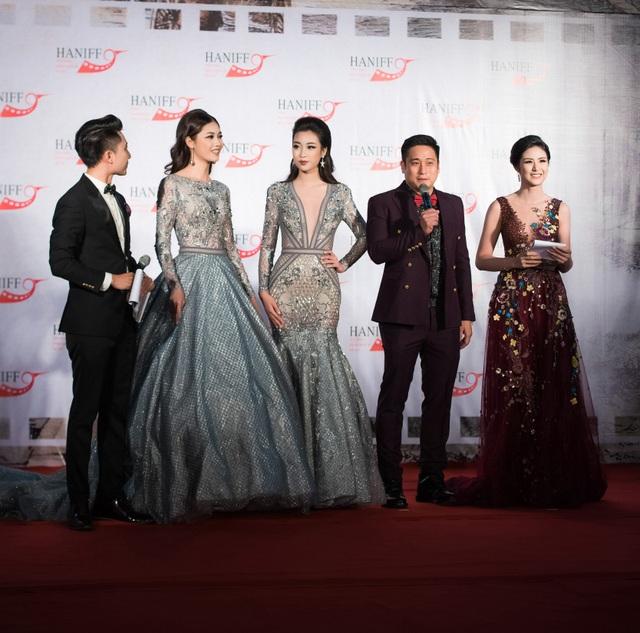 Mỹ Linh - Thanh Tú và diễn viên Minh Tiệp trả lời phỏng vấn của 2 MC.