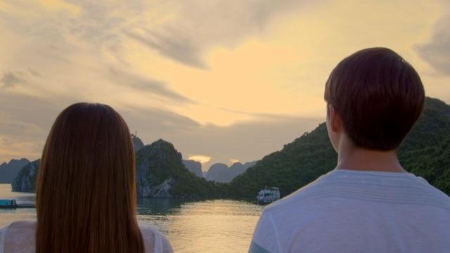 Một trong những cảnh cực lãng mạn trong phim Tuổi thanh xuân 2. Hoàng hôn vừa buông cũng là lúc đạo diễn kịp chụp lấy để tăng sự lãng mạn cho tình yêu của hai nhân vật chính.