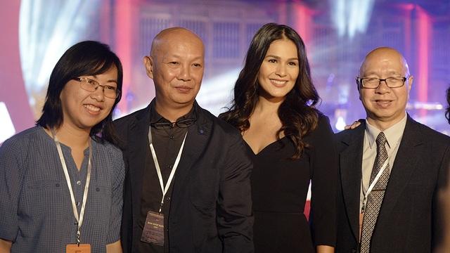 Các nghệ sĩ thuộc các đoàn làm phim quốc tế.