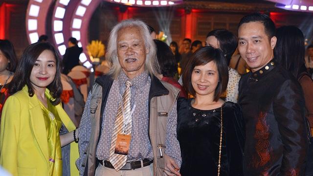 Nghệ sĩ Ưu tú Anh Thái và vợ chồng NTK Đỗ Trịnh Hoài Nam.