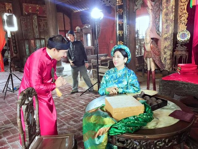 Quan bà Minh Hằng vì thiếu quan ông Phạm Bằng nên khá buồn khi đến phim trường.
