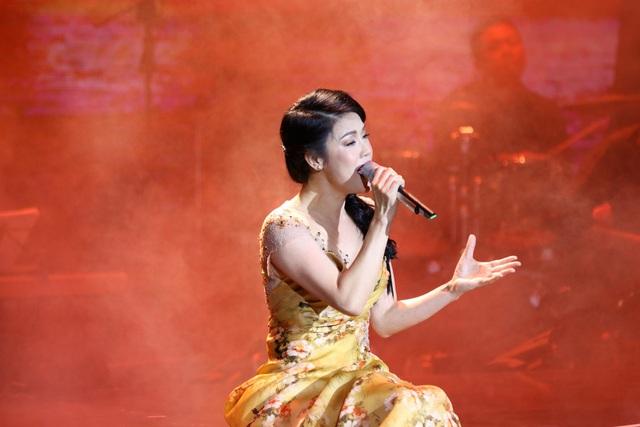 Thu Phương đầm đìa nước mắt khi hát tặng thầy cô sau 30 năm - 6