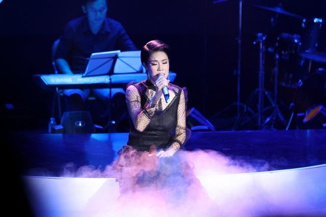 Thu Phương đầm đìa nước mắt khi hát tặng thầy cô sau 30 năm - 7