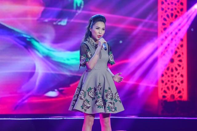 Hiền Thục diện một chiếc váy đầy xinh xắn khi biểu diễn liên khúc Ai khổ vì ai, Một mai em đi.