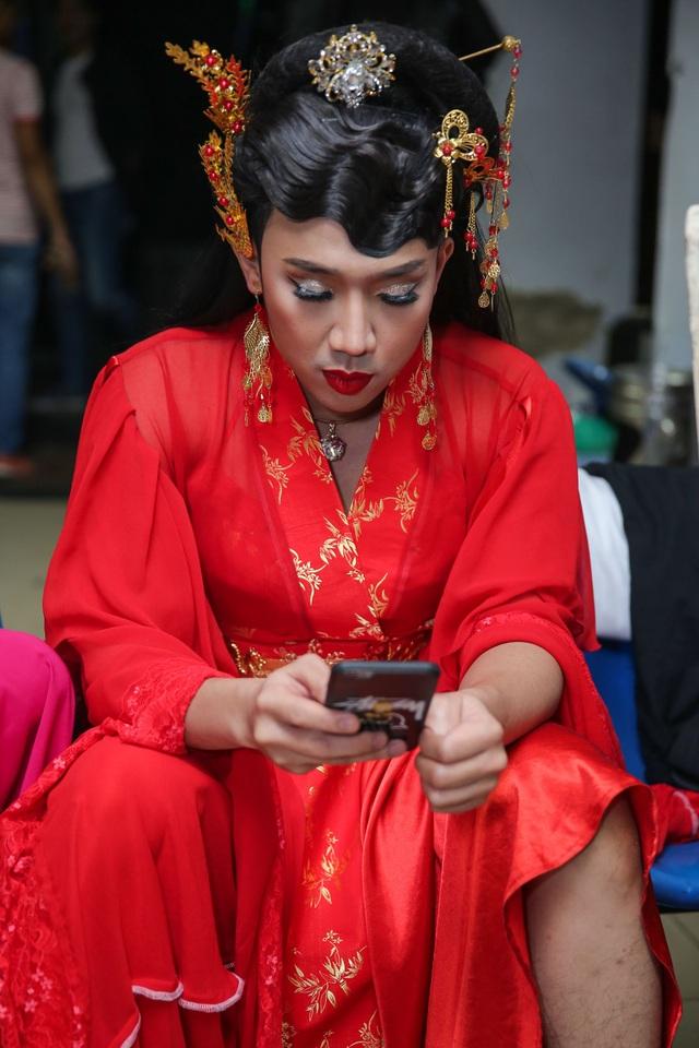 Và khoảnh khắc hớ hênh của cô Trấn Thành khu đang ngồi xem lại lời thoại.
