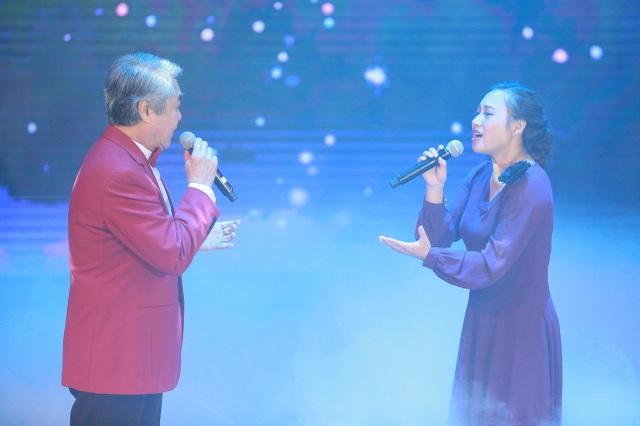 NSND Quang Thọ và ca sĩ Khánh Ly cùng song ca.