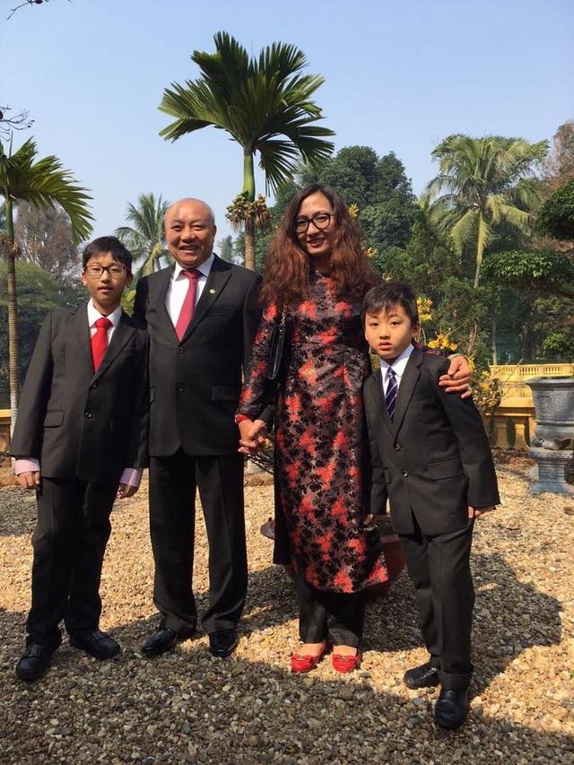 Gia đình hạnh phúc của BTV Vân Anh.