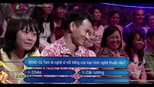 Xuân Bắc khiến khán giả cười ồ lên khi có màn tư vấn đều trớ trêu khiến Tự Long thêm bội phần hoang mang. Ảnh: cắt từ clip.