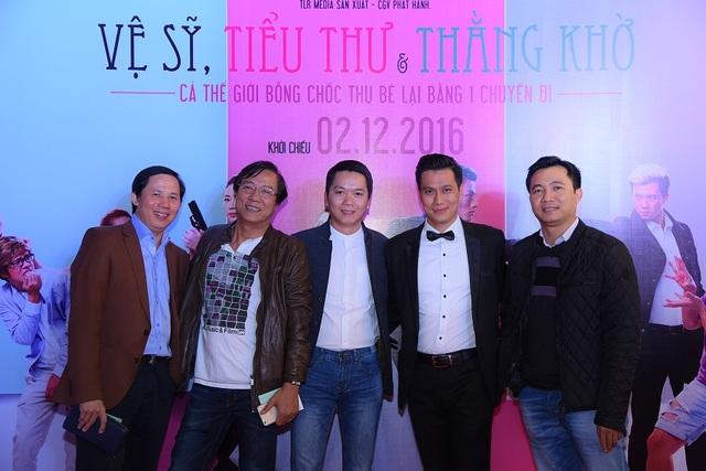 Đạo diễn Trọng Trinh, Tiến Huy và Đỗ Thanh Hải cũng đến chúc mừng người em trong dự án điện ảnh đầu tay với vai trò đạo diễn và biên kịch.
