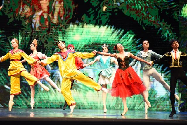 """Khán giả Hà Nội """"chìm"""" trong giấc mơ có thật của ballet """"Kẹp hạt dẻ"""" - 6"""