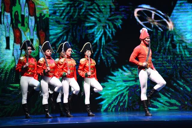 """Khán giả Hà Nội """"chìm"""" trong giấc mơ có thật của ballet """"Kẹp hạt dẻ"""" - 7"""
