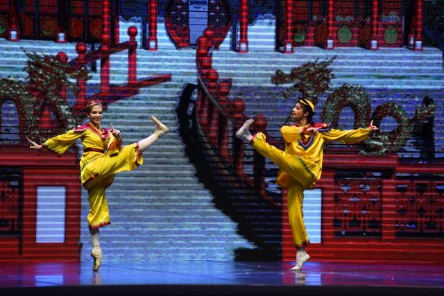 """Khán giả Hà Nội """"chìm"""" trong giấc mơ có thật của ballet """"Kẹp hạt dẻ"""" - 3"""