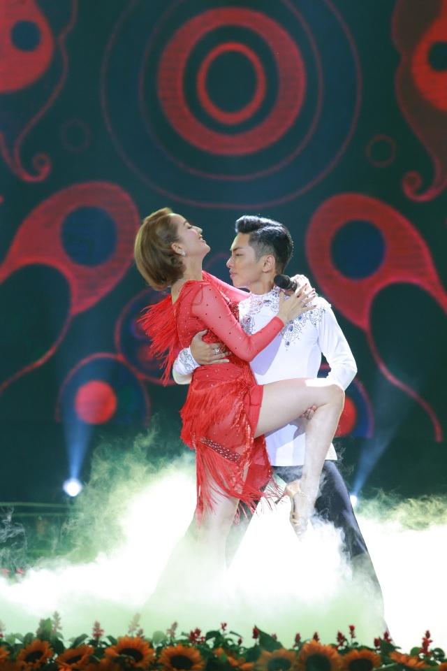 Khánh Thy - Phan Hiển với những vụ điệu dancer sport sôi động.