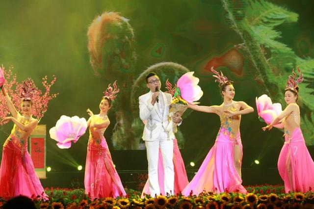 Randy, Duy Mạnh, Hồ Quang 8, Linh Nguyễn mang đến nhiều màu sắc âm nhạc của Tết.