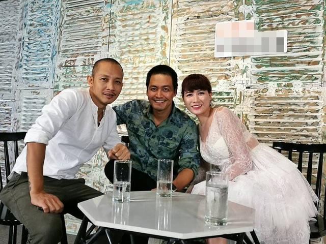 Trang Trần và MC Phan Anh cùng nhiếp ảnh gia Na Sơn trong buổi trò chuyện. Ảnh: FBNV.