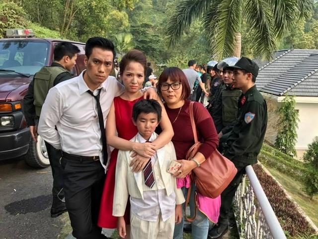 Đan Lê, Việt Anh và một diễn viên nhí trước khi bước vào cảnh quay.