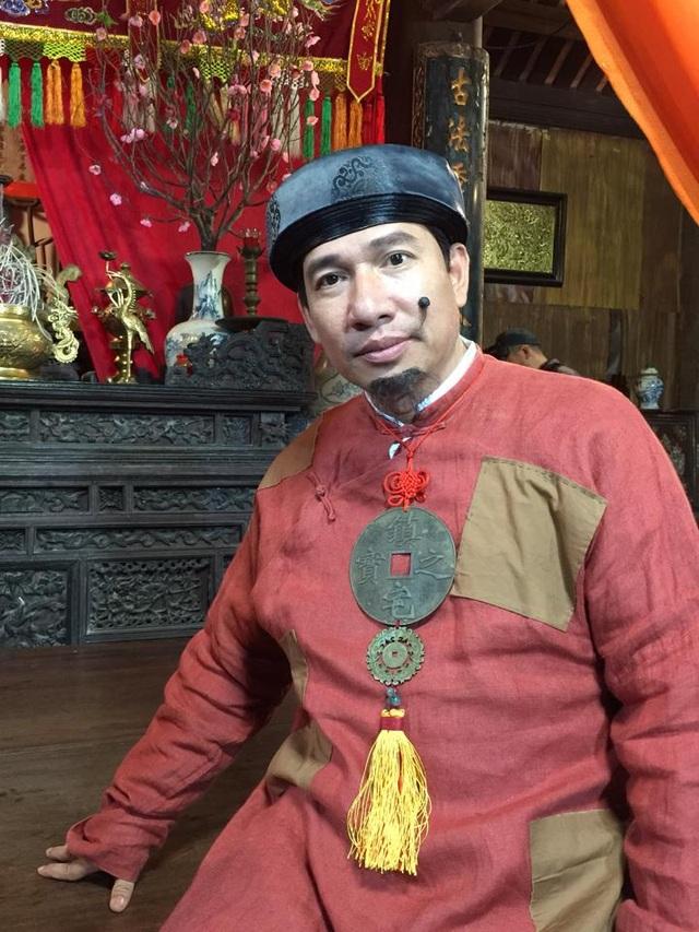Quang Thắng trong hình ảnh Quan Bợm của hài Tết Chôn nhời.